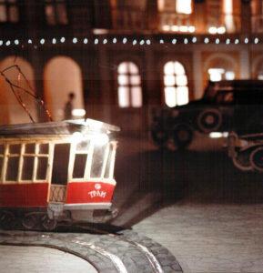 Два-трамвая-Иллюстрация-На-рельсах